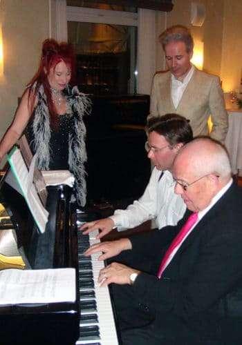 Buddha Scheidegger und Christian Dueblin gemeinsam am Klavier