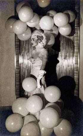 "Man Ray: ""Countess Celani at the Bal Blanc"", ca. 1930, Vintage gelatin silver print (c) Galerie zur Stockeregg, Zürich, Kaspar M. Fleischmann"