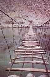 Brücke in N. A. Pakistan (c) Elizabeth Neuenschwander