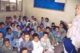 Schulklasse in Pakistan (c) Elizabeth Neuenschwander