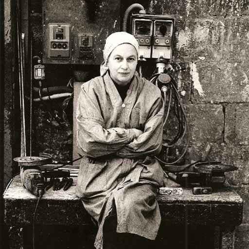 Bettina Eichin in der Giesserei in Pietrasanta. Foto: Max Galli