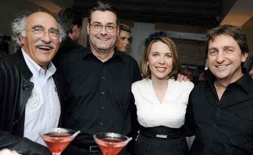 Maria Büeler mit drei Gast-Barkeepern: vlnr: Pietro Sassi (Gesichterleser), Thomas Irniger (Werber), Maria Büeler Zischler (ALDEN-Hoteldirektorin), Thomas Irniger (Künstler)