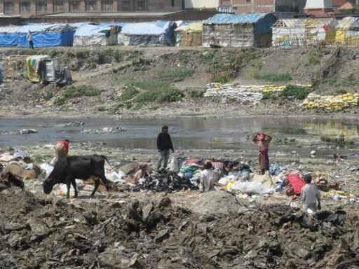 Am Fluss in Kathmandu (c) Ruth Gonseth