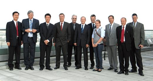 2006: Die Delegation des Efficiency-Club Basel auf der Dachterrasse des Suzhuo Industrial Parks bei Shanghai