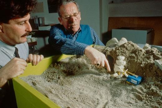 Xecutives.net Interview Andres Furger - 1987 Rekonstruktion der Entdeckung des keltischen Goldschatzes von Erstfeld mit dem damaligen Baggerführer Virgilio Frazza