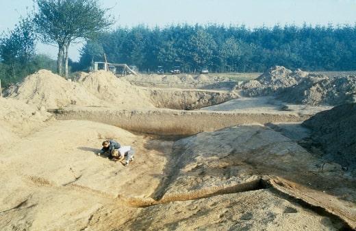 Xecutives.net Interview Andres Furger - Grabungen 1987 im Burgund im Bereich des vermuteten Schlachtfeldes bei Bibracte 58 v. Chr.