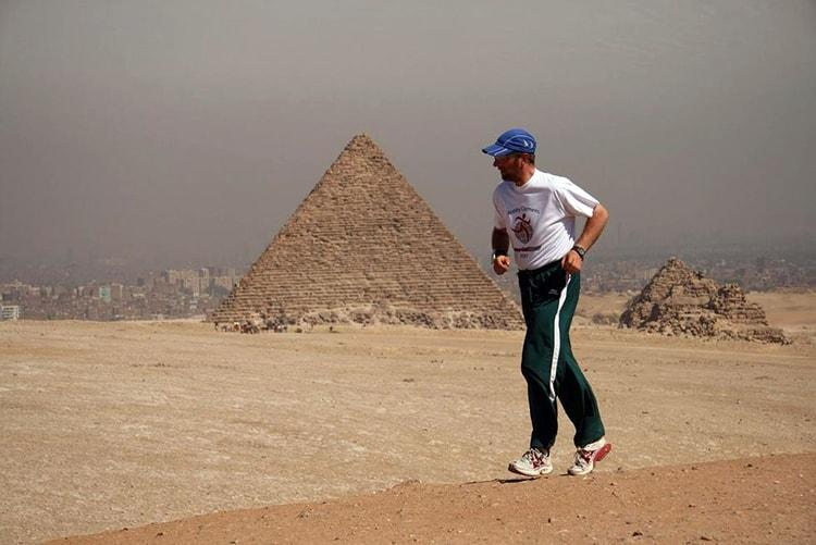 Robby Clemens: Der Mann der (sich) nicht aufgab auf seiner Erdumrundung - hier in Ägypten